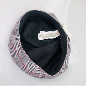 Forever 21 Accessories - 5 for $30 NWT Forever 21 Beret Hat White & Black